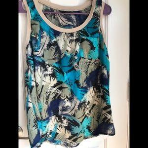Cool trendy sleeveless top. 📦